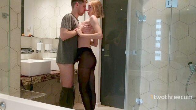 sanftes Bad Fick mit meiner jungen Frau in schwarzen Strumpfhosen
