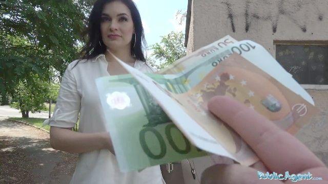 öffentliche Mittel heiße dunkle Haaren Milf fucks Fremde für sein Geld