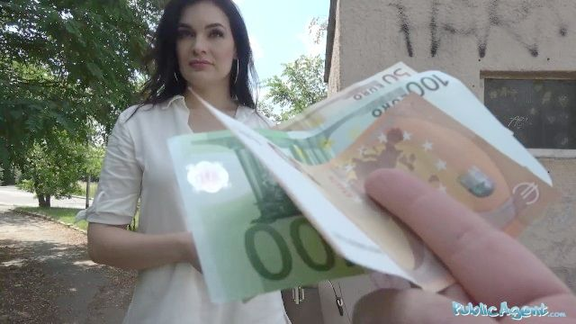 agente público caliente MILF folla pelo oscuro extraño por su dinero