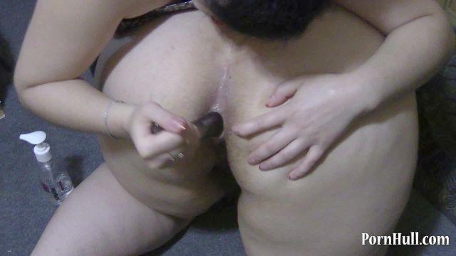 uma jovem morena lambendo sua namorada bunda gorda e transando com ela big ass
