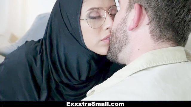 exxxtrasmall Petite adolescente follada en el hijab