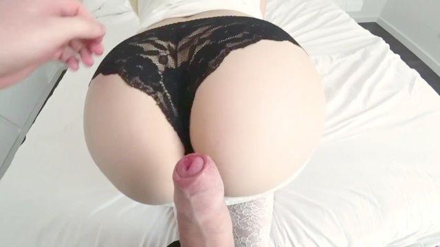 ein weißes Mädchen mit einem großen Esel in einem Hotelzimmer gefickt