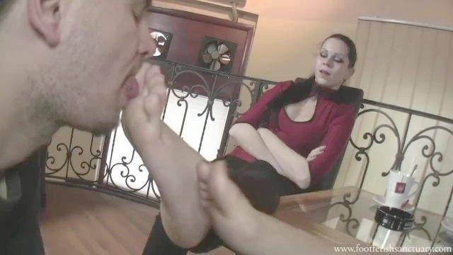 إلهة فيكتوريا وصديقتها جعل عبدا عبادة أقدامهم