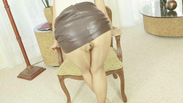 MILF Fickt in tan glänzende Strumpfhose