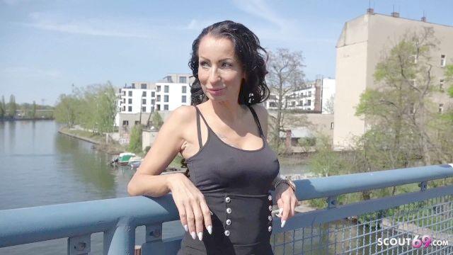 Deutsch Scout MILF valentina mit großen Titten sprechen auf der Straße Casting anal