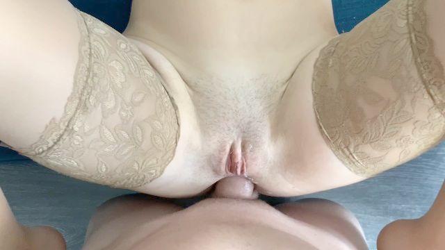 anal in Strümpfen, ficken haarige Muschi und Arschloch, Schwanz in zwei Löchern