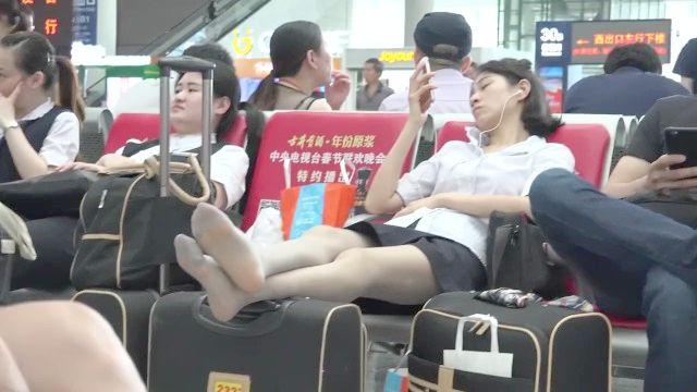 Menina chinesa sincero na meia-calça