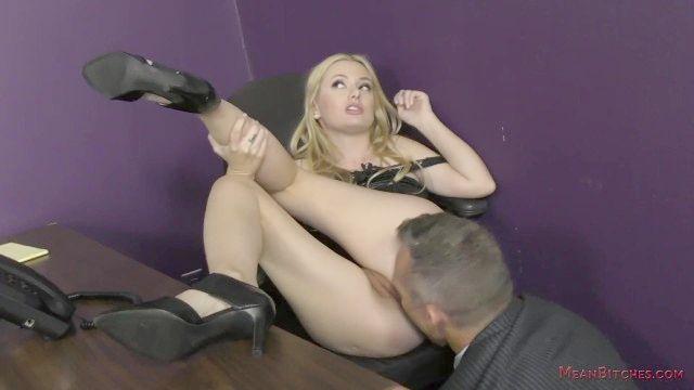 secretário bitchy transforma o chefe em seu escravo kennedy kressler