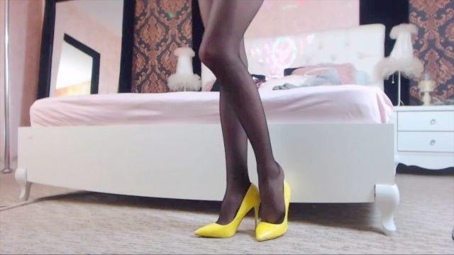 性感的长腿在连裤袜高跟鞋挑逗