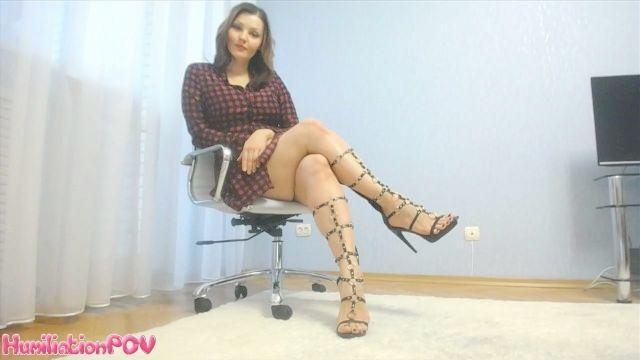 сексуальные высокие каблуки и ноги POV