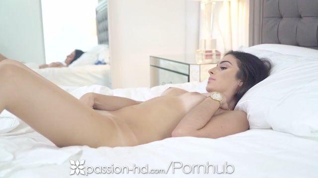 pasión HD línea de bronceado masturbándose Caught latina