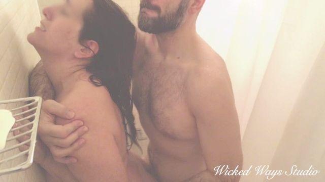 摩洛伊斯兰解放阵线painal,与我的公鸡卡佳斗争在她的屁股在淋浴
