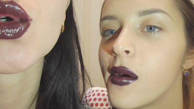 escuras beijos de batom roxo