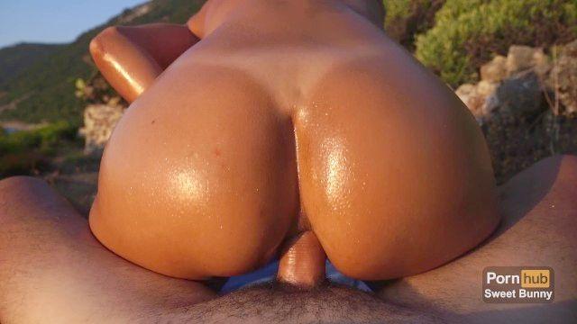 الجنس الشرجي عند غروب الشمس على الشاطئ العام الهواة الارنب الحلو