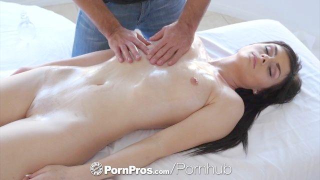 pornpros aceitado masaje convierte en un polvo resbaladiza con rae refugio