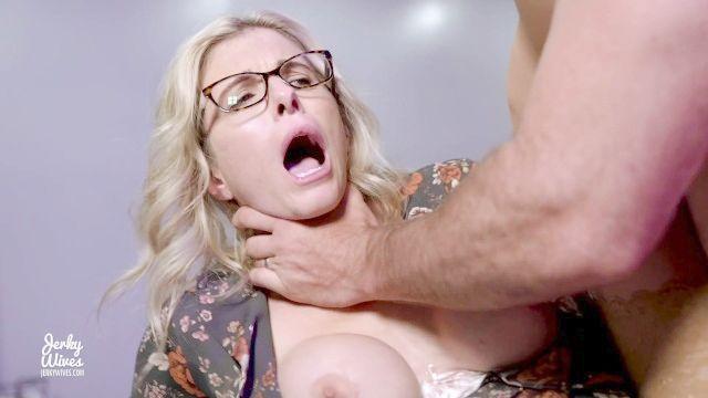 batota Milf com peitos enormes faz anal com a perseguição patrão Cory