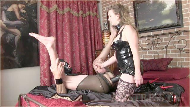 massagem amante t próstata, atrelando e cu com cinta em escravo