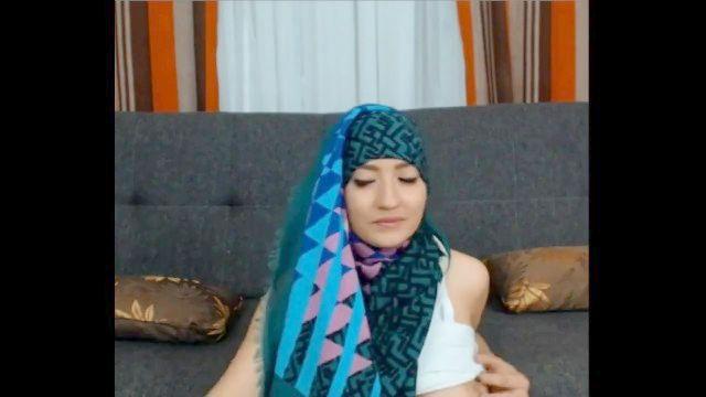 دعابة مسلمة الثدي gal_with لطيفة والحمار الدهون
