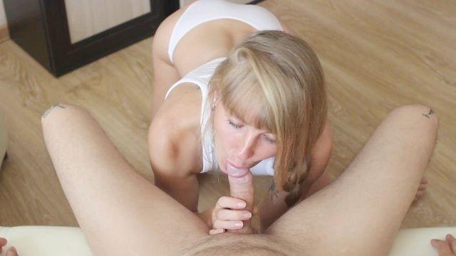 домашнее минет. мамаша членосос в белых трусиках сосет и глотает сперму