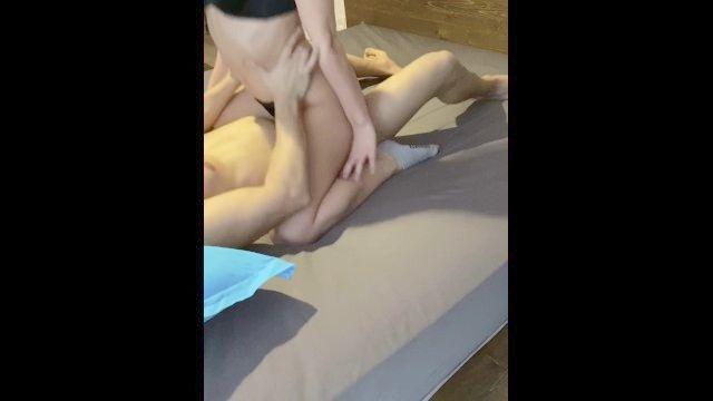 Amateur Teen Cowgirl hardsex Türkisch Türk kızı kucakta zıplıyor