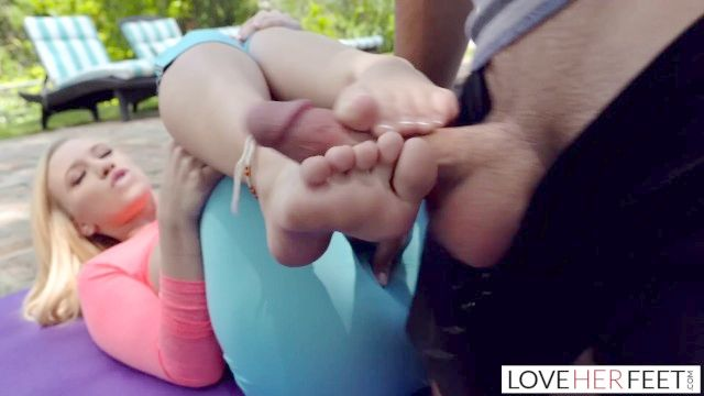 classe adoração yoga loveherfeet pé com o estudante adolescente flexível