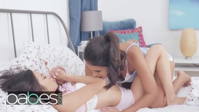 младенцы молодого азиатские подростков в`ин небо получает проснувшись с лесбийским сексом