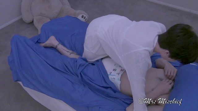 nannycam: Buckel in der Nacht mrs Unfug ageplay abdl Fantasie Windel