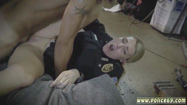 agentes de policía y los pies grandes tetas de cámaras MILF MILF anal y Tribbing