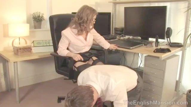 escravo escritório adora sua buceta patrão
