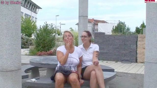 Deutsch Mutter und Tochter Rauchen lesbischen