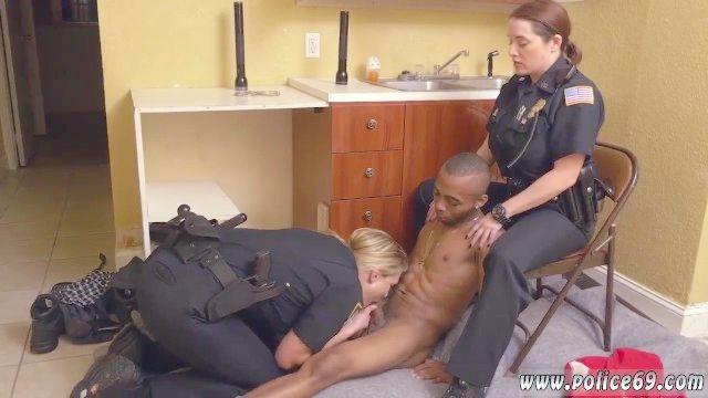 couro amy reid polícia de cócoras homem negro na casa recebe o nosso Milf