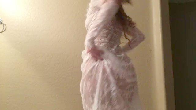 看穿的衣服跳舞
