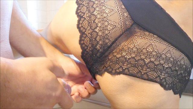 ela quer sexo pela primeira vez na cozinha e fica um cum rápida de calcinha