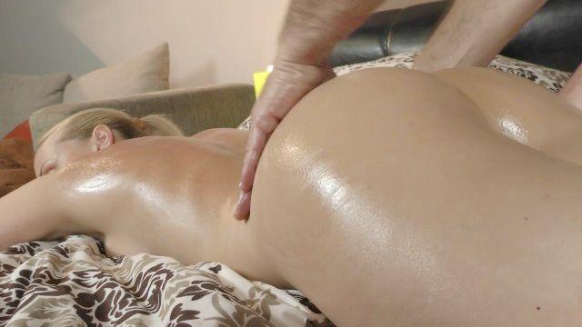 erotische Massage verwandelt sich in großen asscheeks ficken und wichst