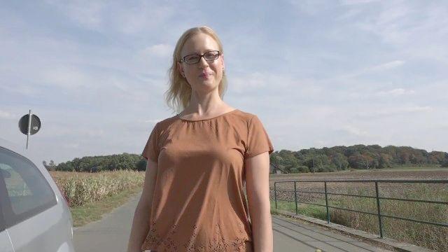 Blonder Stiefbruder fucks mich auf der Straße öffentlich