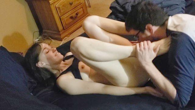 Sie reitet ihn schwer Cums