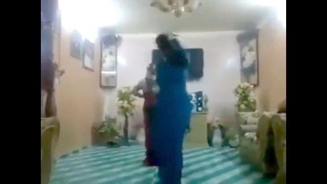 2名伊拉克妇女热屁股舞
