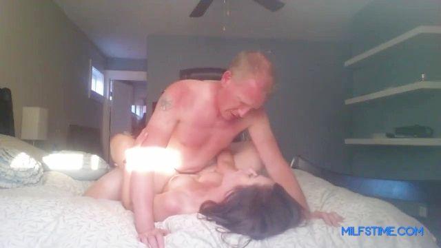 sexy Mutter fickt ihren Chef