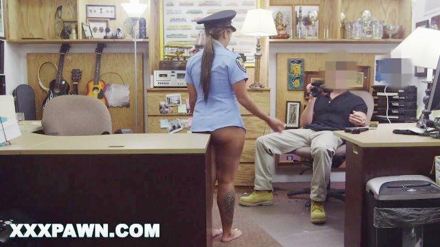 xxx empeño casa de empeño pervy propietario folla latino oficial de policía
