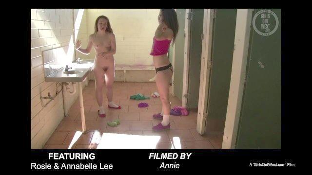 安娜贝尔李strapon浴室