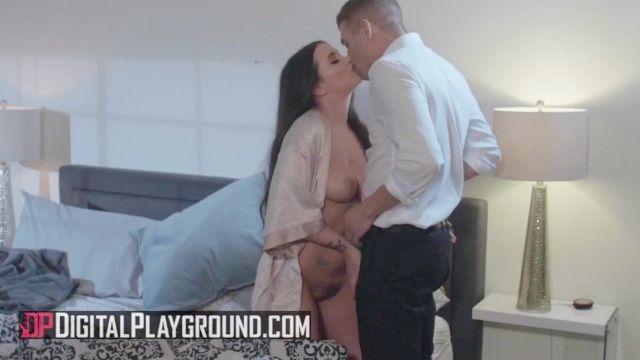 Perfekter Büro-Sex mit der zierlichen Gia Paige und dem Boss mit riesigen Schwänzen