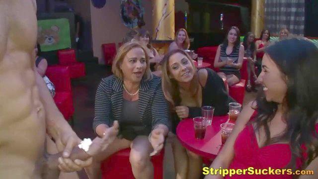 schmutzige Schlampe Frauen Schlepper \u0026 saugen Stripper Hähne an der Party
