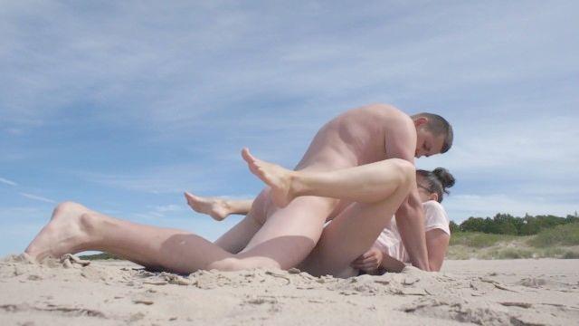 رائع الجنس الشاطئ العام مع زوجة