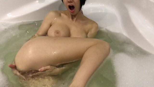 Hot Girl Takes A Bath And Masturbates - Mini Diva