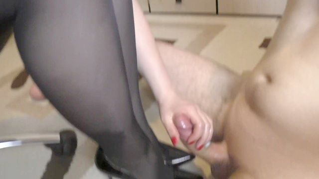 Unprofessional Young Lady Step Sis Hadnjob And Cum Shot On Her Feet In Shoes