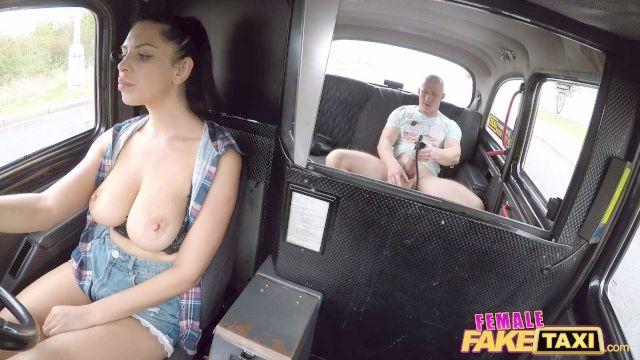 женщина поддельные такси грудастой кира королева трахать вентилятор пениса насоса
