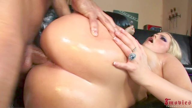 Alexis Texas Gets Her Rear End Oiled Up