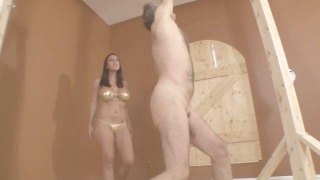Megan Jones Ballbusting Auf Seine Eier Würgen