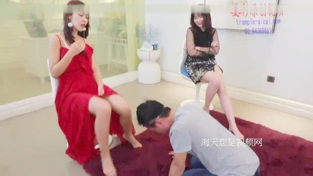 4 Chicas Chinas Abuso Cruel, Patada Y Una Palmada A Un Esclavo