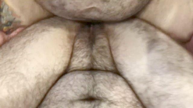 большой папа медведь пропитывает FTM транс человек киска сперма в жопе